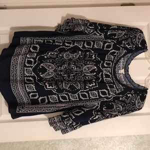 Women's size 18/20W Cato top. 1/4 length sleeves.